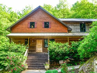 Private Lodge with 4 bedrooms close to Asheville and nearby attractions!