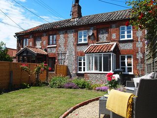 A period fisherman's Cottage for 2 in Stiffkey with garden & small parking space