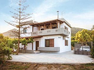 Awesome home in Keratokampos Vianou w/ WiFi and 4 Bedrooms