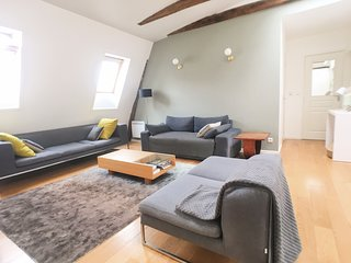 Charming 3 bedrooms flat in old building with views on Paris skyline