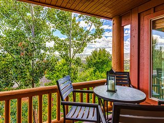 Cozy condo w/shared hot tub & pool, great skiing & boating nearby