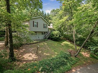 Covenant Cottage, Lookout Mountain Near Rock City. 50% Down To Reserve.