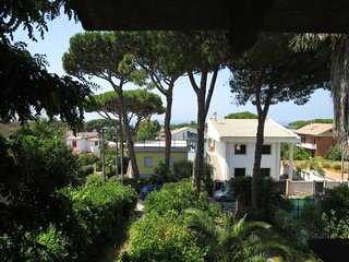 2 bedroom Apartment with Walk to Beach & Shops - 5791441