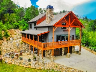 Luxury Private Mtn Cabin Hot Tub Basketball Pool Table AMAZING VIEW Great 4 Kids