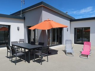 3 bedroom Villa with WiFi and Walk to Shops - 5759034