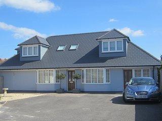 Sunny Bedroom En-Suite Bournemouth - 2 Mins Walk to River Stour