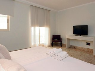 1 Bedroom Apartment with balcony. 3 PAX. Catedral. CAT 24
