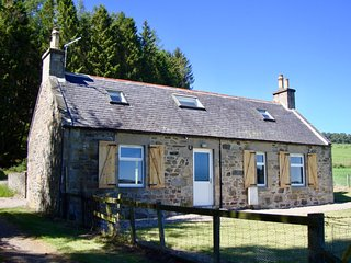 Braeside, cosy 2 bedroom cottage with stunning views