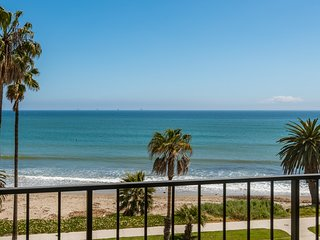 Pandora: Perfect Two Bedroom Furnished Unit, Right on the Beach!