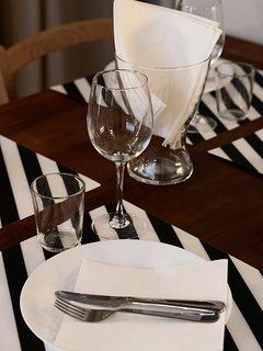 La Corte di Zizi, appartamento 'Riva: il tavolo da pranzo, particolare