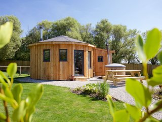 Fern Leaf Roundhouse, East Thorne, Bude - A luxury glamping retreat for the fami