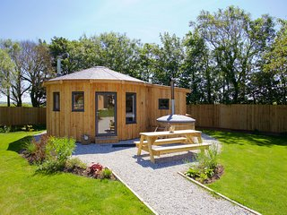 The Ember Room Roundhouse, East Thorne, Bude - Pet friendly luxury in a quiet Co