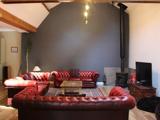 The Old Stables with Hot Tub, Games Room, Off Street Parking & Close to the Sea