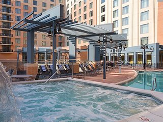 Celebrate 4th of July in a Spacious 2 bedroom Deluxe in National Harbor Md.