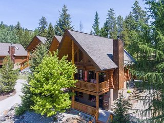 Beautiful Log Cabin with Hot tub!