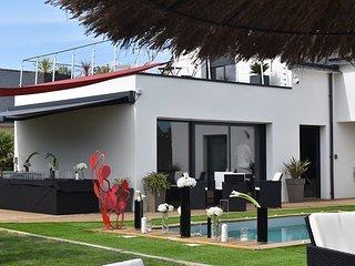 Villa Charles & Ashton de grande capacité à 100m plage, piscine, spa