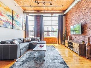 Simply Comfort. Unique Downtown Loft 1300 sq.f.