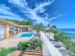 Beachfront Villa New Horizons III