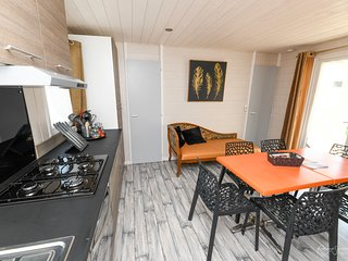 Nice chalet with pool access & Wifi