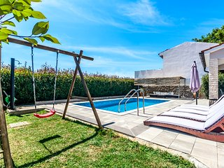 Pool House, family friendly, 5+2 persons, 3 bedrooms, 2 bathrooms
