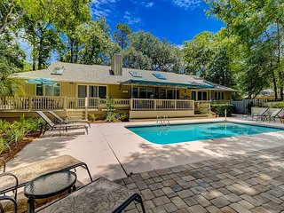 87 Mooring Buoy - Quick walk to the beach and Serene & Beautiful Pool Area