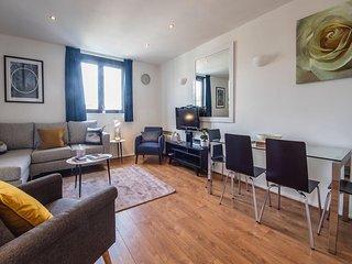 Stylish Kensington 3 bed, 2 bath Apartment