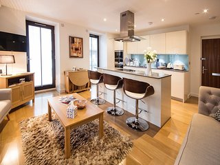 Westminster 2 Bed 2 bath Apt with Air Con