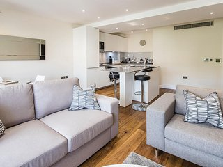 Kensington Luxury One bed Apt with Air Con