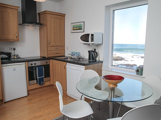 Atlantic Apartment: Sea Views. Free WiFi. Parking