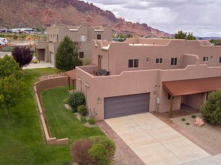 SG1 | LUXURIOUS MOAB CONDO, NEAR ARCHES NATIONAL PARK!