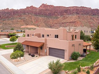 SG2 | Huge Wrap-Around Patio and Near Arches National Park.