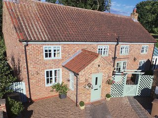 5* Luxury Self Catering Cottage situated on the Wolds Way & close to York