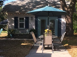 Ozona Guesthouse with Bicycles, Kayaks, and Dog Friendly