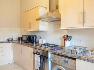 Lovely, bright and spacious flat, close to Glasgow