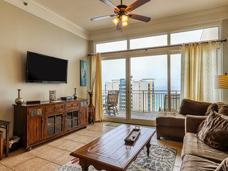 Penthouse condo w/ balcony, gulf views & shared pool/fitness