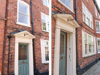 2 JAMES STREET, woodburner, three floors, family-friendly, in Lincoln, Ref