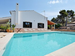 Villa Aqua with saltwater pool, terraces and BBQ in tranquil area