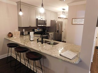 Not your average Edgewater Villa: luxury comes w/free Wifi, Military Discount