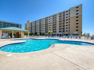 Waterfront condo w/pool & hot tub - walk to beach! Family Friendly!