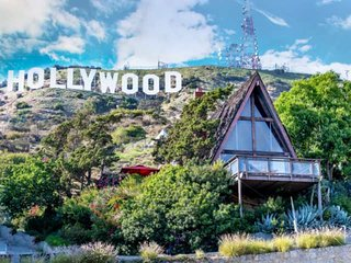 Sleep Under the Iconic Hollywood Sign! Bring the Whole Family, Pet Friendly, 4 P