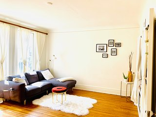 Beautiful fully furnished apartment in downtown San Francisco with sunlight!