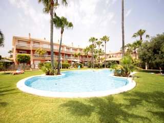 3 bedroom Apartment with Pool, WiFi and Walk to Beach & Shops - 5808820