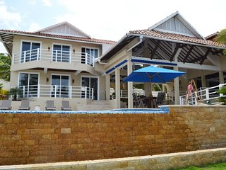 Luxurious house in Bar with sea, swimming pool and private dock