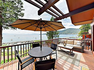 2BR Townhouse w/ Balconies & Panoramic Lakefront Views