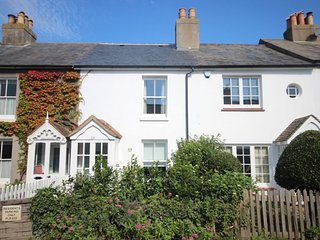 Mary's Cottage - An idyllic beachside cottage in Kingsdown sleeping 6