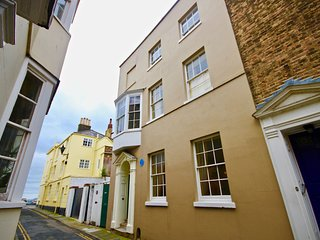 9 Golden Street - Impressive 4 storey Georgian Townhouse in the heart of the con