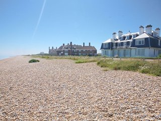3 Whitehall Apartments - A spacious holiday home in Sandwich Bay with incredible