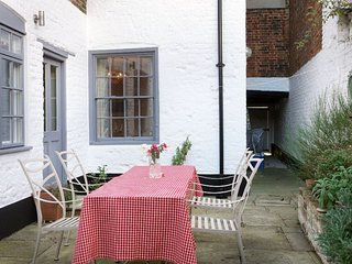 142 Middle Street - Charming Georgian Town House in the heart of Deal's Conserva