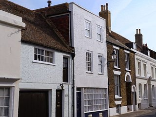 Star Cottage - Tastefully refurbished holiday cottage on quaint Middle Street