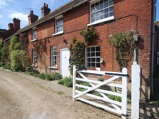1 Oast Cottages - A charming 2 bedroom cottage in the idyllic village of Ickham